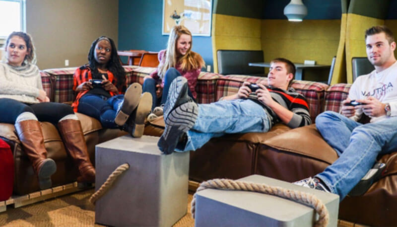 Students hanging out in the lounge at Lakeside Commons in Oswego